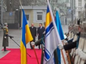 Армия призвала Януковича принять меры по стабилизации ситуации