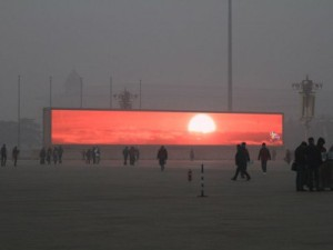 В Китае из-за сильного смога транслируют восход солнца на экране