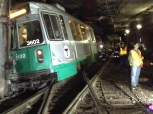 В Бостоне при сходе с рельсов поезда метро пострадали 10 человек (видео)