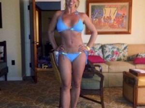 Бритни Спирс похвасталась фигурой в бикини
