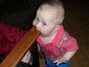 Что делать, когда у ребенка режутся зубки?