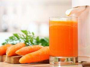 Медики: морковным соком следует не злоупотреблять
