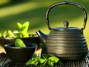 Горький шоколад и зеленый чай способны заменить кофе