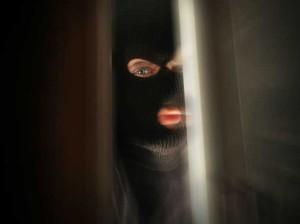 Полиция приступила к поискам маньяка, щекочущего студентов по ночам