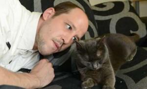 Любитель животных освоил кошачий язык и стал переводчиком
