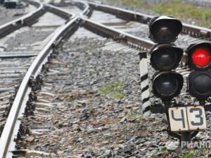 Женщины «нырнули» под едущий на них поезд и чудом избежали смерти