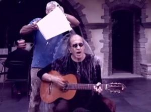 76-летний Челентано принял участие в Ice Bucket Challenge