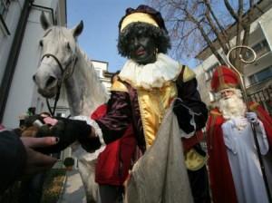 темнокожий помощник Санта-Клауса