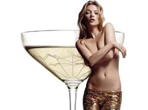 Британцы создали бокалы по форме груди Кейт Мосс