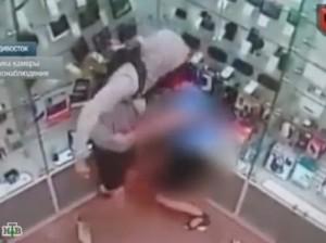 Жестокое убийство продавца салона сотовой связи засняли камеры