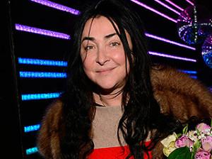 Пьяная певица Лолита шокировала москвичей у метро