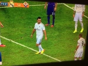 Фанат «Реала» выбежал на поле и притворился игроком