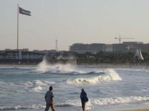 В Эмиратах собираются штрафовать за купание в плохую погоду