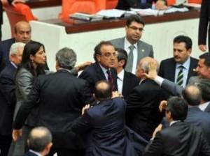 В парламенте Турции произошла кровавая разборка