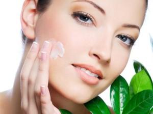Две трети женщин злоупотребляют косметикой