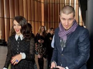 Bentley жениха Сати Казановой залили цементом в центре Москвы