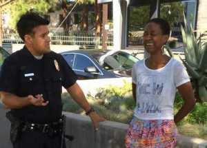 Чернокожую актрису арестовали за то, что она поцеловала своего белого мужа