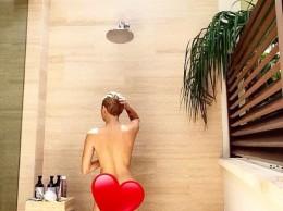 Майли Сайрус показала себя полностью голой под душем