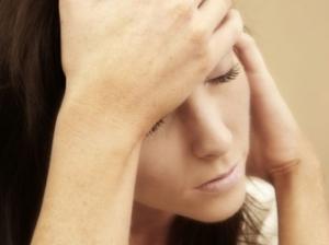 6 привычек, которые помогут справиться с мигренью
