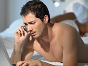 Разговоры по мобильному телефону перед сном вызывают бессонницу