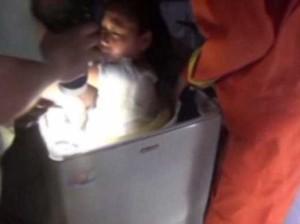 Стиральная машина несколько минут отжимала застрявшего внутри ребенка (видео)