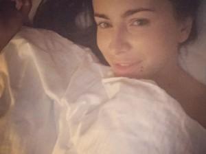Ани Лорак показала себя в постели без макияжа
