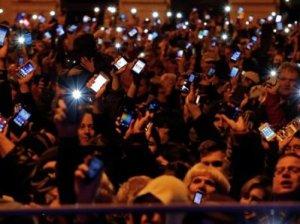 Венгерцы организовали массовый протест из-за налога на интернет