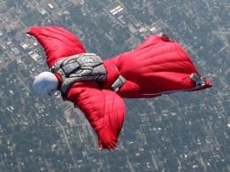 В Китае состязаются по прыжкам в костюме wingsuit
