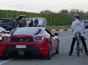 Велосипед с ракетным двигателем обогнал Ferrari