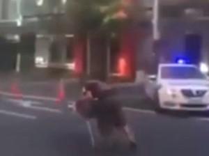 Мужчина ушел от полицейской погони на тележке из супермаркета