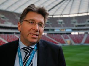 Операционный директор Союза европейских футбольных ассоциаций (УЕФА) Мартин Каллен рассказал о деталях появившейся информации о том, что игры чемпионата Европы по футболу 2016 года могут быть перенесены или сыграны без зрителей. «Существует вероятность, что какие-то матчи чемпионата Европы будут перенесены или отложены по соображениям безопасности или при сообщении о возможных террористических угрозах. Если возникнут подозрения, что мы не сможем обеспечить безопасность, то матч будет сыгран без зрителей. А если придется перенести матч, то не факт, что все зрители успеют к его началу. Ведь если проводить полный досмотр каждого человека, то мы не успеем запустить всех на стадион вовремя — это проблема уже из области логистики», — цитирует Каллена AP. «В то же время, на сегодняшний день у нас нет никаких признаков угроз или каких-либо тревожных сообщений», — заверил чиновник.