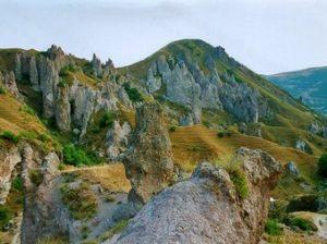 природные пирамиды Армении