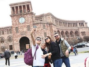 туристы в Ереване