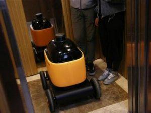 робот в лифте