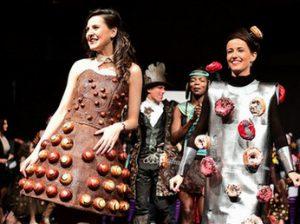 показ платьев из шоколада