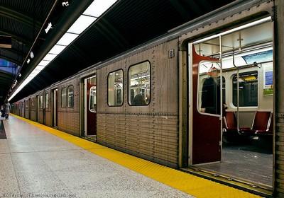 В метро Торонто